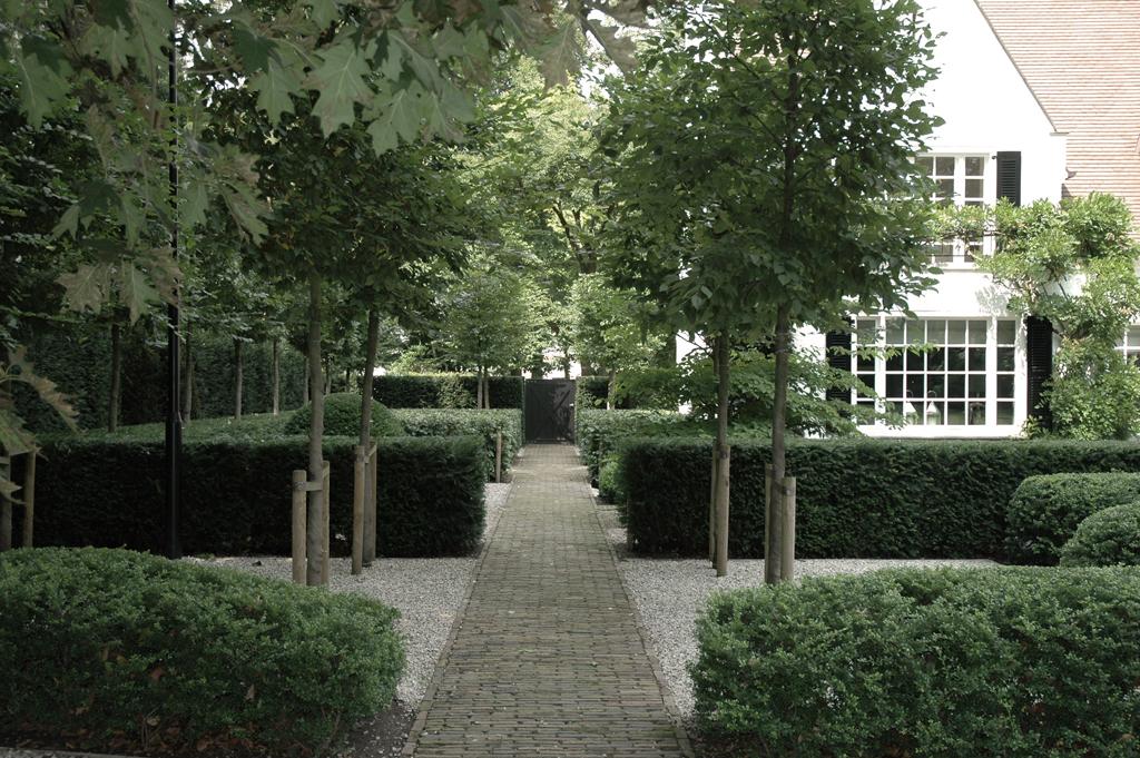 Sober tuinontwerp villatuin met strakke lijnen avantgarden for Apartamentos villa jardin cambrils