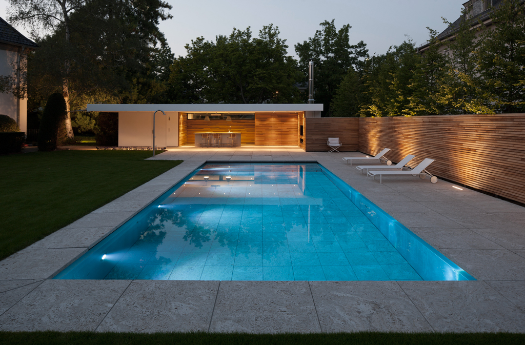 Aanleg indrukwekkend zwembad en poolhouse avantgarden for Garden pool house