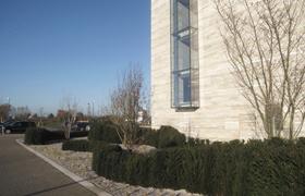 Avantgarden-Bedrijfs-en-kantoortuinen-Statige-hoofdzetel-met-elegante-tuin-04-small