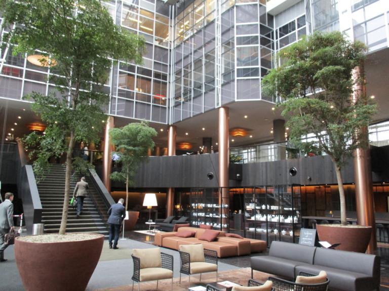 avantgarden-interieuraanplantingen-kantoorrenovatie-kiest-voor-moderne-warmte-04