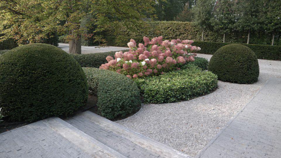aanplanting tuin in villatuin Noord-Antwerpen