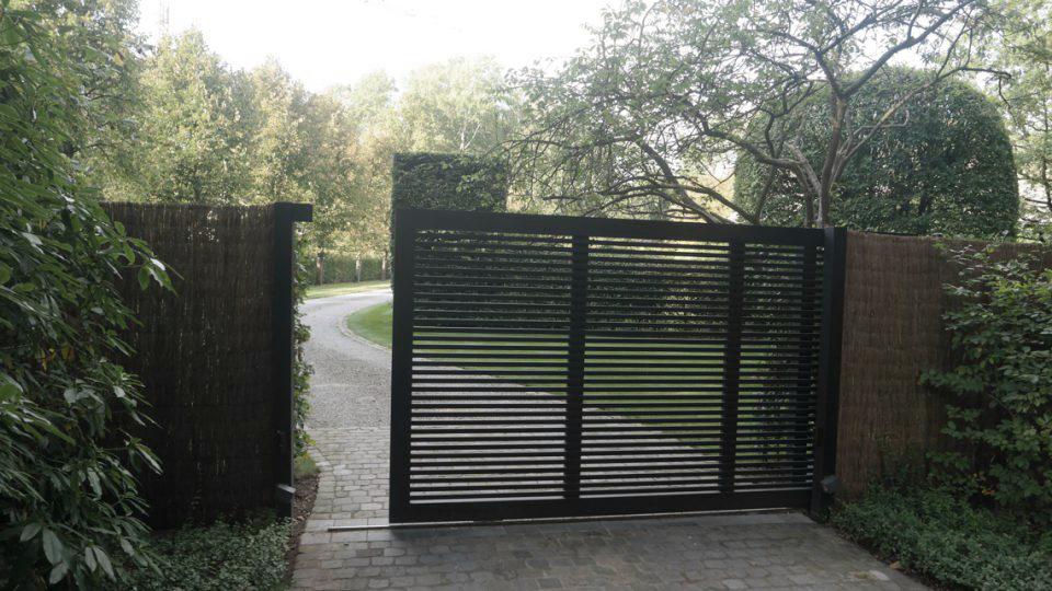 Villatuin Noord Antwerpen aanzicht poort